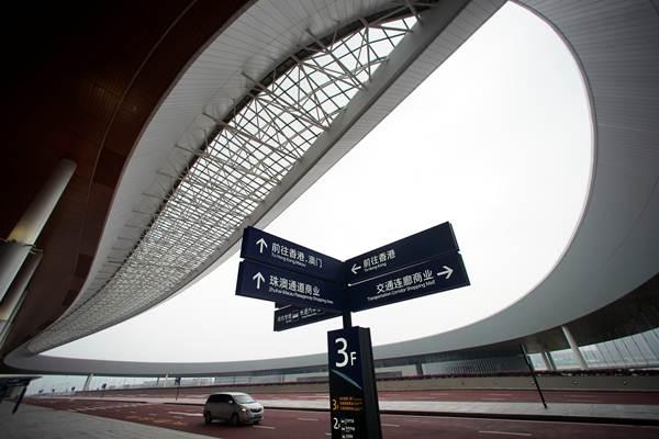 อาคารท่าเรือบริเวณสะพานเชื่อมฮ่องกง-จูไห่-มาเก๊า ในวันพิธีเปิดฯวันที่  23  ต.ค. 2018 (ภาพ รอยเตอร์ส)