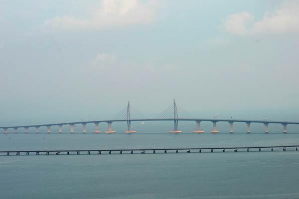 สะพานเชื่อมฮ่องกง-จูไห่-มาเก๊า เมื่อวันที่ 22 ต.ค. 2018 (ภาพ รอยเตอร์ส)