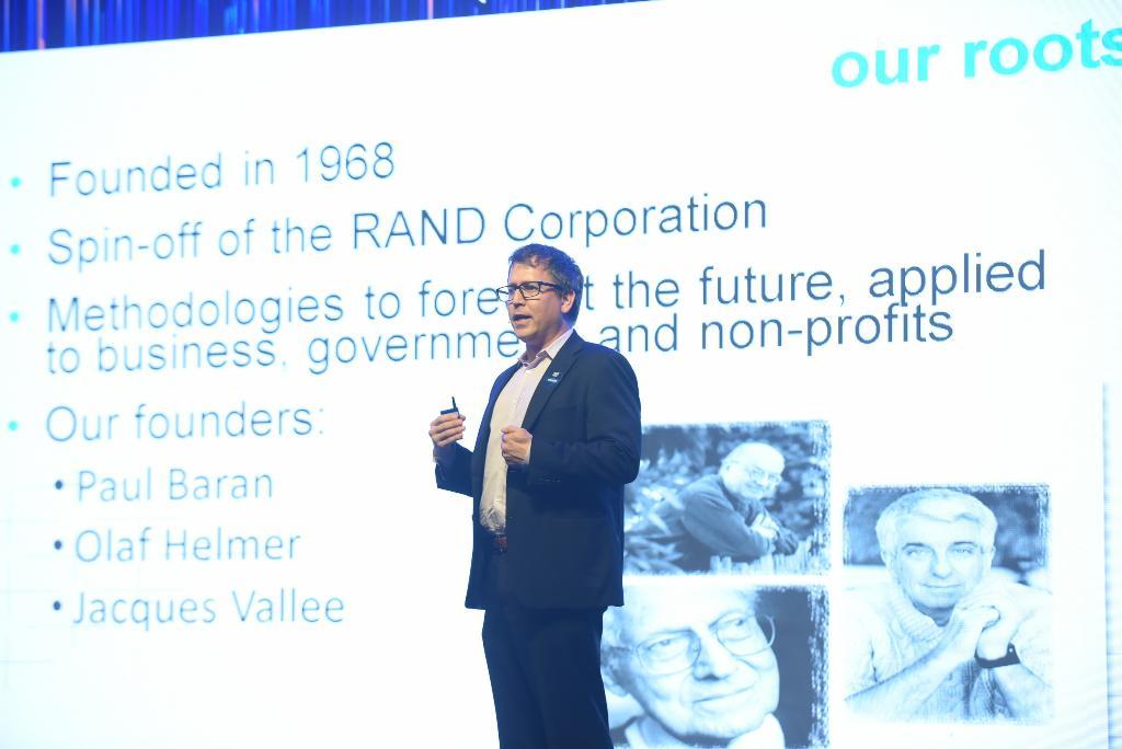 TMA เชิญกูรู สถาบันเพื่ออนาคตแห่งสหรัฐฯ แนะพัฒนาทักษะทำงานร่วมหุ่นยนต์