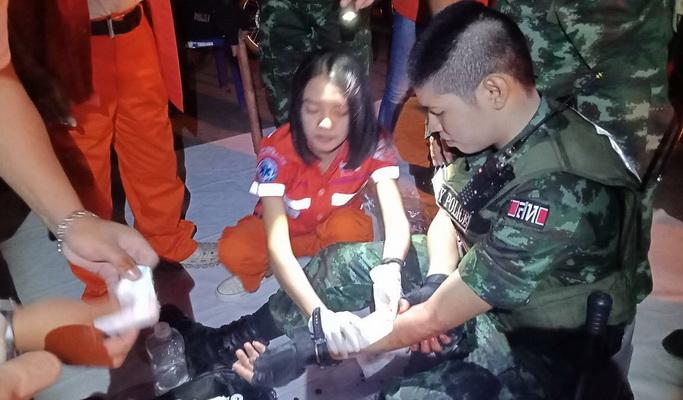 เลือดอาบ!โจ๋ตะลุมบอนหน้าคอนเสิร์ตงานไหลเรือไฟถูกแทง3หามส่งโรงพยาบาล