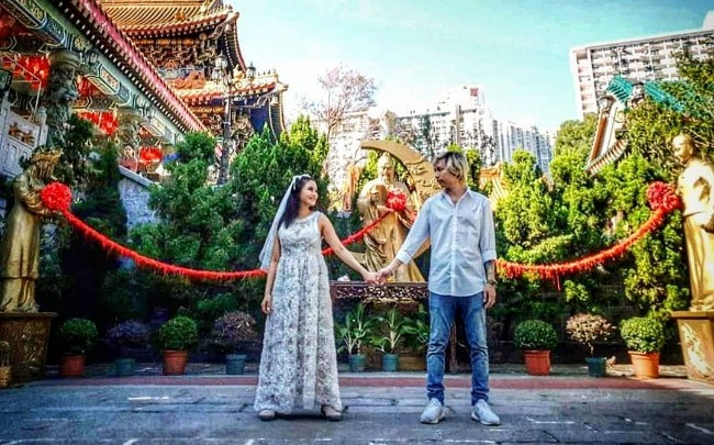 """""""ชมพู่ ก่อนบ่าย"""" ศรัทธาด้ายแดงที่ฮ่องกงทำเจอคู่ขอควงแฟนย้อนวันวานถ่ายพรีเวดดิง"""