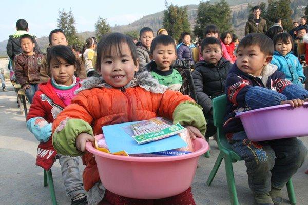เด็กๆในชนบทแร้นแค้นซึ่งเป็นเขตเป้าหมายของการขจัดความยากจนของรัฐบาลจีน   ที่มาเอเจนซี่