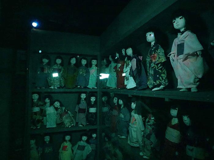 เหล่าตุ๊กตาชวนขวัญผวาที่ บ้านผีสิง – วิญญาณซากุระอาฆาต(ภาพโดย : Hanayashiki)