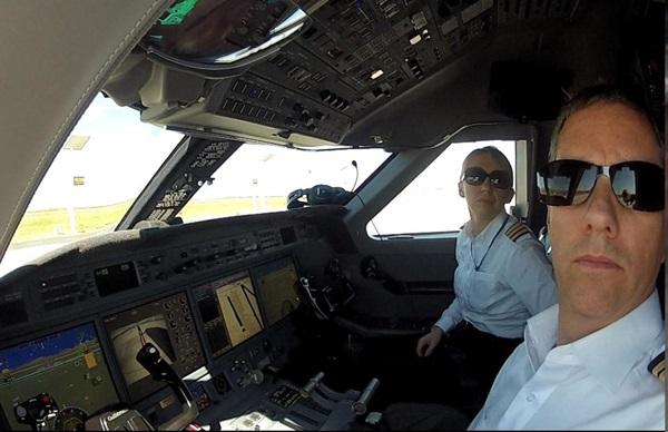 """สดุดี """"2 นักบิน"""" เยี่ยงฮีโร่!! สละชีพเบี่ยง ฮ. หลบฝูงชน ก่อนตกไฟลุกท่วม"""
