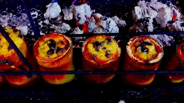 แม่ค้าเมืองจันท์หัวใส.. นำเนื้อทุเรียนแปรรูปเป็นข้าวหลามรสชาติอร่อย