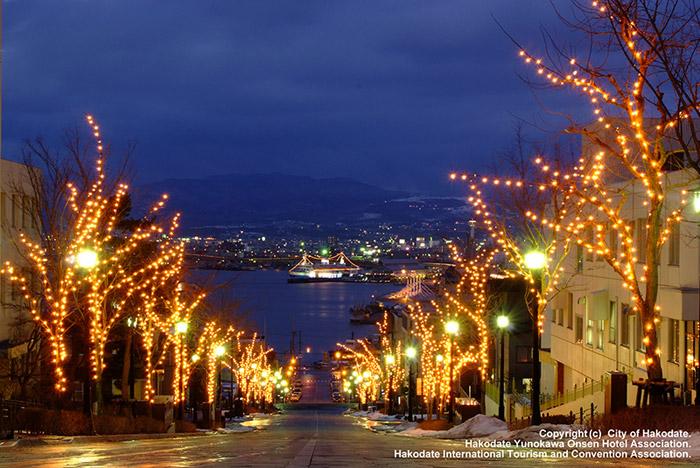 เทศกาลประดับไฟแห่งฮาโกะดาเตะ อีกหนึ่งสีสันแห่งฮอกไกโดหน้าหนาวที่น่าสนใจยิ่ง(ภาพจาก JNTO โดย : HAKODATE International Tourism and Convention Association)