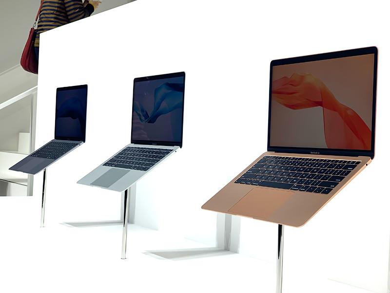 ภาพด้านข้างของ MacBook Air ทั้ง 3 สี