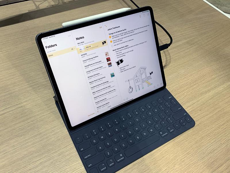 iPad Pro 2018 คู่กับ Apple Pencil 2 และ Smart Keyboard Folio ขณะเปิดใช้งาน Notes