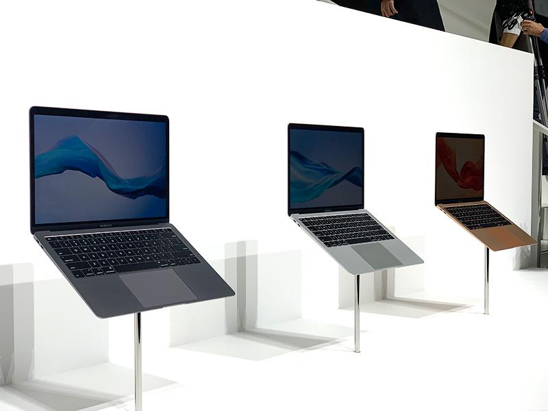 เครื่อง MacBook Air อีกมุมหนึ่ง
