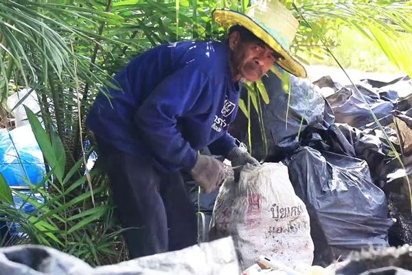 ลุงวัย 70 ปี สู้ชีวิตมองขยะเป็นกองเงินกองทองเก็บขายจนมีเงินเก็บเลี้ยงชีพ