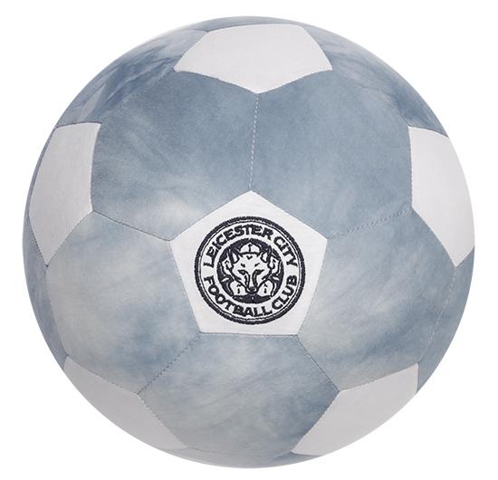 ลูกฟุตบอลลายสลับสีขาวปักโลโก้ LCFC      ราคา 690 บาท