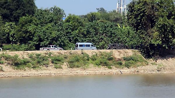 กรมเจ้าท่าลงตรวจสอบพื้นที่ หลังชาวบ้านร้องว่ามีนายทุนมาตักทรายในแม่น้ำทำตลิ่งพัง