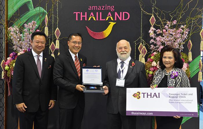 """""""วีระศักดิ์"""" มอบ Thailand Elite Card ให้ ผบ.ทีมดำน้ำอังกฤษ """"ภารกิจช่วยหมูป่า"""" บินไทยให้ตั๋วฟรีไป-กลับนักดำน้ำทุกคน ในงาน WTM2018"""
