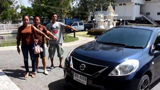 สภ.ไทรน้อย จับ 3 หนุ่มอ้างเป็นกู้ภัย ขับเก๋งตระเวนขโมยแบตรถยนต์