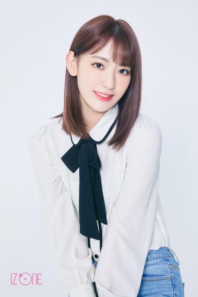 มิยาวากิ ซากุระ จาก HKT48 และ AKB48  ที่ปัจจุบันเป็นสมาชิกคนสำคัญของ IZ*ONE