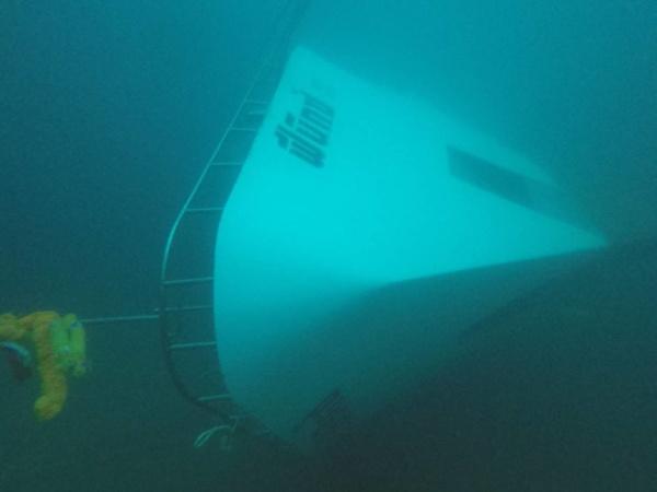 เอกชนรายใหม่ลงปฏิบัติการกู้เรือฟินิกซ์แล้ว ใช้เครนพันตันยกพ้นน้ำ
