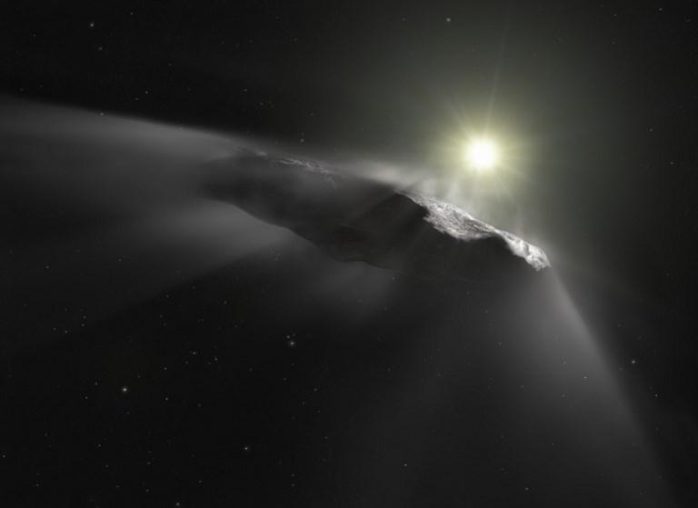 ภาพวาดจำลองโอมูอามูอาที่เผยแพร่โดยองค์การอวกาศยุโรป (European Space Agency) หรือ อีซา (M. KORNMESSER / ESA/Hubble / AFP)