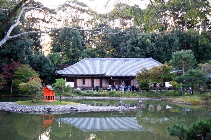 วิหารหลักของวัดโจรุริจิ