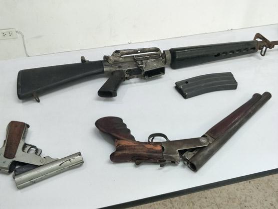 ตำรวจปทุมฯ จับโจ๋ 19 ซุกปืนเอ็ม 16 ไว้ในบ้าน