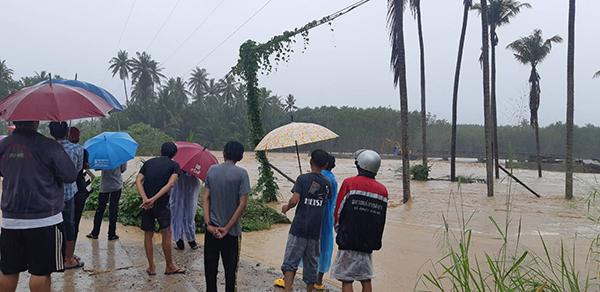 บางสะพานยังวิกฤติน้ำป่าไหลทะลักท่วมต่อเนื่อง