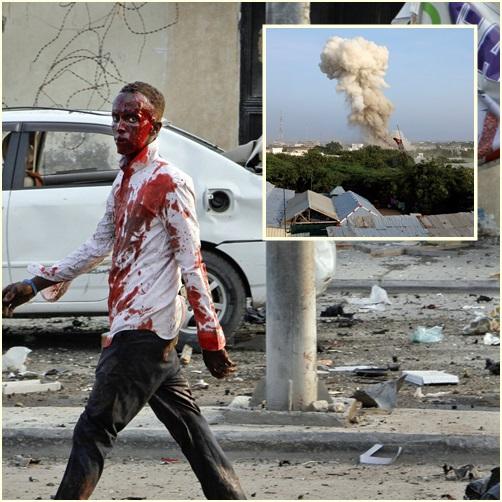 """In Pics: ยอดเสียชีวิตพุ่ง 52 ราย เจ็บ 103  หลัง """"ก่อการร้ายอัลเชบับ"""" ส่งคาร์บอมบ์ 3 คันโจมตีโรงแรมหรูกลางเมืองหลวงโซมาเลีย"""