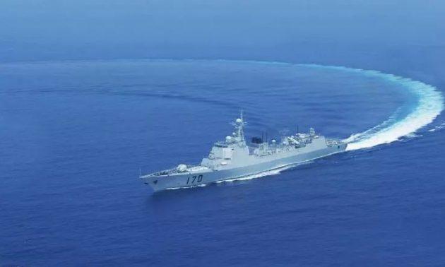 เมื่อ 'เรือพิฆาตจีน' กับ 'เรือบรรทุกเฮลิคอปเตอร์ญี่ปุ่น' เจอกันใน 'ทะเลจีนใต้'