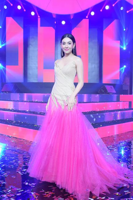 """""""เบลล่า"""" นำทีมดาราโชว์สุดฟิน!! ร่วมเคาท์ดาวน์สู่งาน """"Lazada 11.11 Shopping Festival"""" เทศกาลช้อปปิ้งที่ใหญ่ที่สุดในประเทศไทย วันเดียวแห่งปี"""