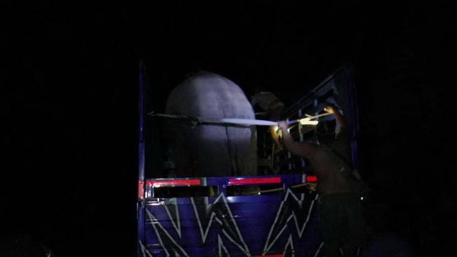 สลด!ช้างสุรินทร์ร่วมงานแห่กฐินวัดดังมหาสารคามตกมันกระทืบควานช้างดับ