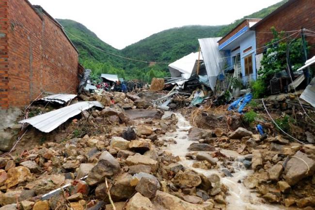อิทธิพลพายุโทราจีทำน้ำท่วม-ดินถล่มในเวียดนามดับอย่างน้อย 12