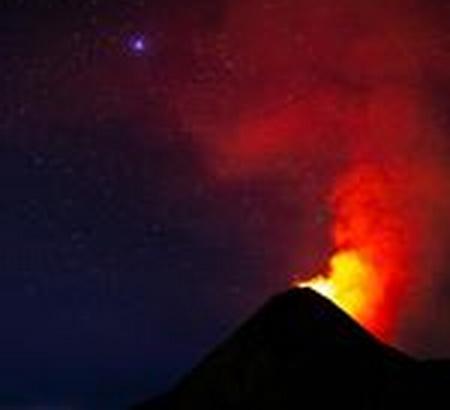 ระทึก!ภูเขาไฟปะทุพ่นลาวาแดงเถือก กัวเตมาลาประกาศเตือนภัย'สีแดง'(ชมคลิป)