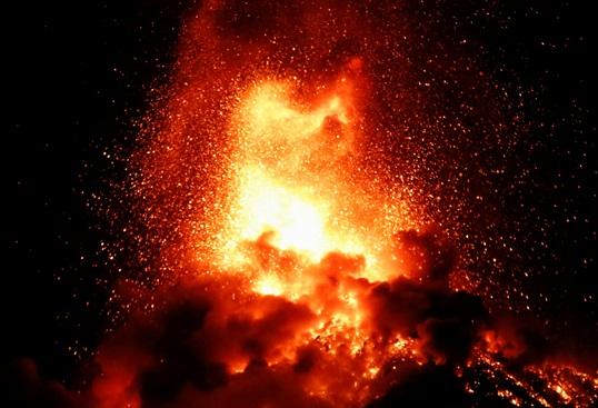 In Pics:  ภูเขาไฟกัวเตมาลาระเบิด ส่งลาวาร้อน-เถ้าถ่านขึ้นฟ้า อพยพหนีตายร่วม 4,000