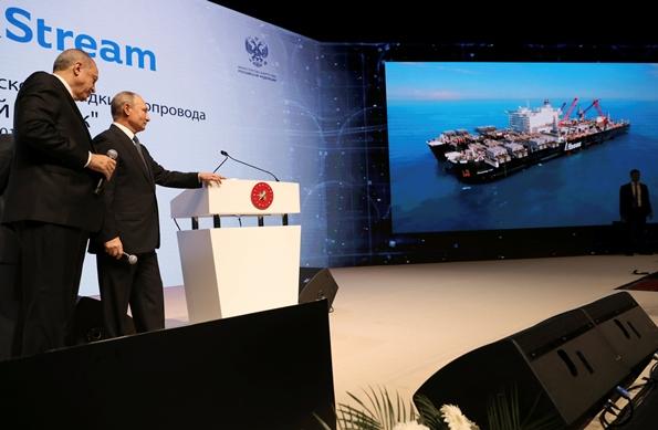 """In Pics :ปูติน-แอร์โดอันฉลองโปรเจกต์เติร์กสตรีม  """"ระบบท่อส่งก๊าซใต้ทะเลจากรัสเซียเข้ายุโรป"""" ส่วนใต้น้ำเสร็จสิ้นแล้ว"""
