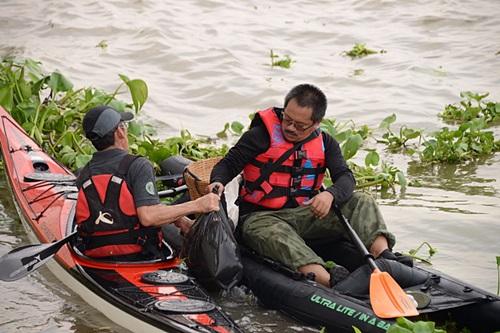 """พายเรือเพื่อเจ้าพระยา """"เก็บขยะจากปากน้ำโพถึงอ่าวไทย"""""""