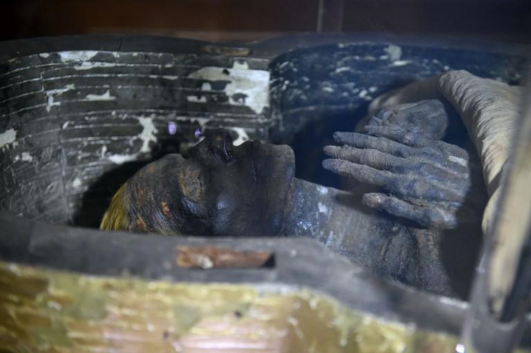 มัมมี่ของยูยาที่จัดแสดงภายในพิพิธภัณฑ์อียิปต์ระหว่างการฉลอง 116 ปีของพิพิธภัณฑ์ (Khaled DESOUKI / AFP)