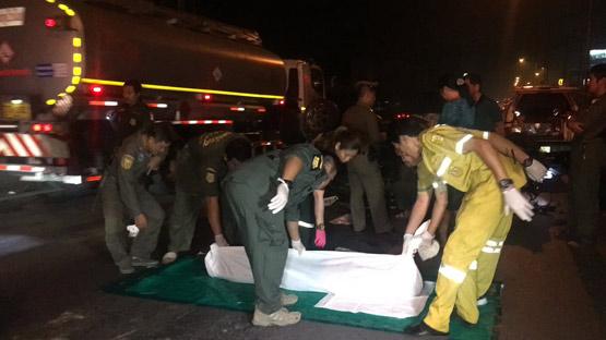 นักศึกษาชายพาแฟนสาวซิ่งเก๋งรถเสียหลักพลิกคว่ำ ตาย 1 เจ็บ 1