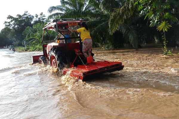 """ฤทธิ์ """"โทราจี"""" ทำน้ำท่วมในสุราษฎร์หลายจุด ภาครัฐเร่งช่วยเหลือ"""