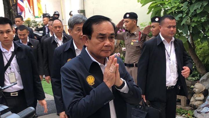"""""""ลุงตู่""""ลุยถิ่น""""เจ๊หน่อย-เพื่อไทย""""ย้ำเป็นนยกฯไม่โกหกแจงเพิ่มเงินสวัสดิการเพิ่มความสุข"""