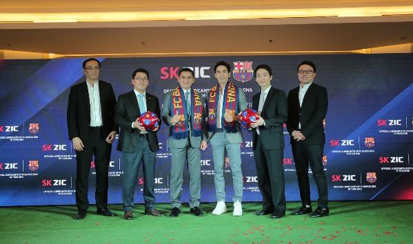 """""""โป๊บ ธนวรรธน์"""" ร่วมฉลองความสำร็จ """"Premium Product with WORLD CLASS FOOTBALL TEAM"""" ครั้งแรกกับการผนึกกำลัง SK Lubricants และ FC Barcelona สโมสรฟุตบอลยักษ์ใหญ่ของโลก"""