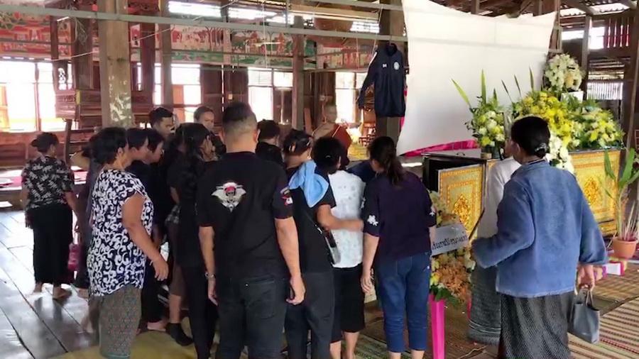 """ศพ""""น้องเบส"""" นักกีฬาฟุตซอลทีมชาติไทยถึงบ้านเกิดขอนแก่นแล้ว กำหนดฌาปนกิจ 25 พ.ย.นี้"""