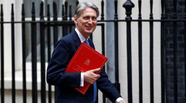 """ขุนคลังเมืองผู้ดีชี้ """"ข้อตกลงเบร็กซิต"""" คือวิธีปกป้องเศรษฐกิจอังกฤษที่ดีที่สุด"""