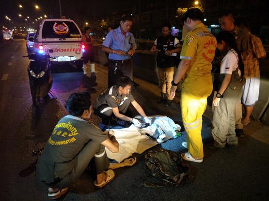 ชนแล้วหนี หนุ่มนักศึกษาขี่จยย.ถูกกระบะชนเสียชีวิตบนถนนรังสิต-ปทุมธานี