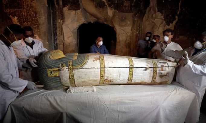 "In Pics&Clip: สุดเหลือเชื่อ!! นักโบราณคดีฝรั่งเศสค้นพบ ""มัมมี่อียิปต์โบราณเพศหญิงอายุ 3,000 ปี"" ถูกเก็บในสภาพดี ภายในสุสานเมืองลักซอร์"