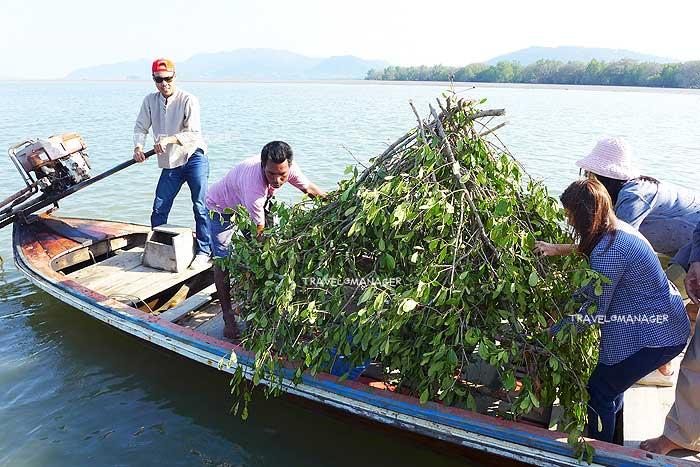 ร่วมกิจกรรมสร้างบ้านปลากับชาวบ้านทุ่งหยีเพ็ง