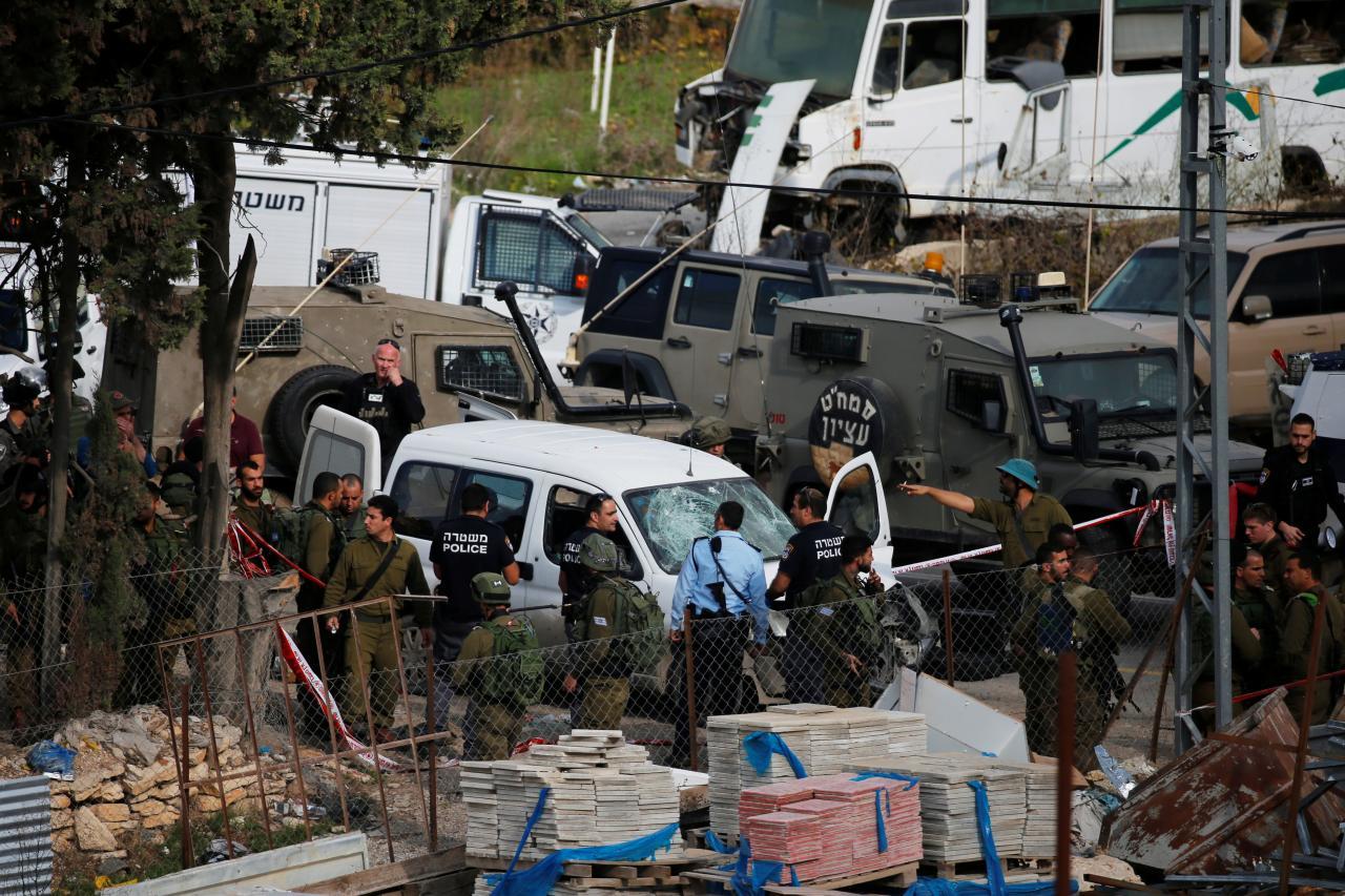 ชาวปาเลสไตน์ขับรถไล่ชนทหารอิสราเอล โดนยิงสวนดับอนาถ