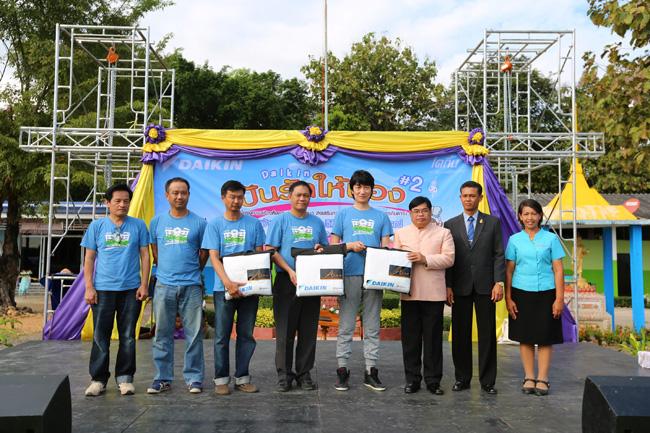 """""""ไดกิ้น"""" สานต่อโครงการ """"ปันรักให้น้อง"""" ปีที่ 2 สร้างอาคารห้องสมุดคลังปัญญา สนับสนุนการศึกษาและพัฒนาศักยภาพเด็กไทย ณ โรงเรียนบ้านเขายางโปร่ง จ.เพชรบูรณ์"""