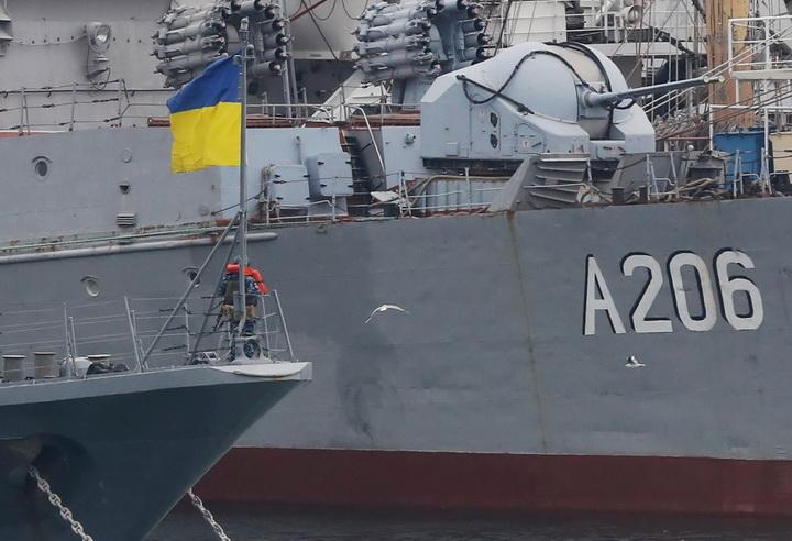นาโต้เตือนเสียงแข็ง เรียกร้องรัสเซียปล่อยเรือรบยูเครนทันที