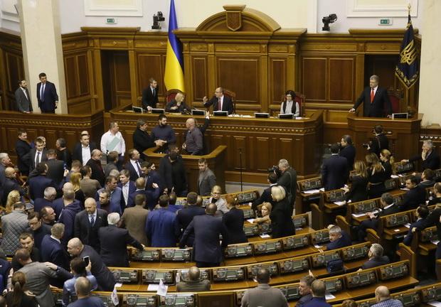 ระอุ!รัฐสภายูเครนอนุมัติ'อัยการศึก' ผวารัสเซียยกพลบุกหลังยึดเรือ3ลำใกล้ไครเมีย