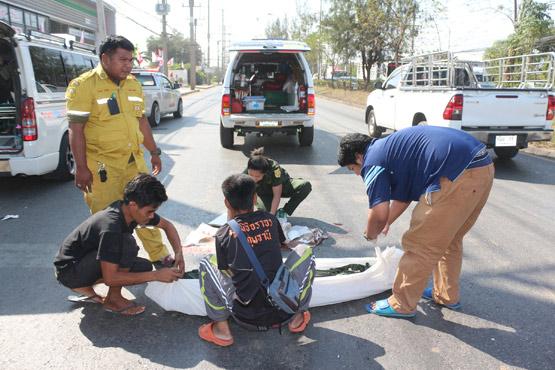กระบะชนลุงขับจักรยานยนต์เสียชีวิตแล้วหลบหนี