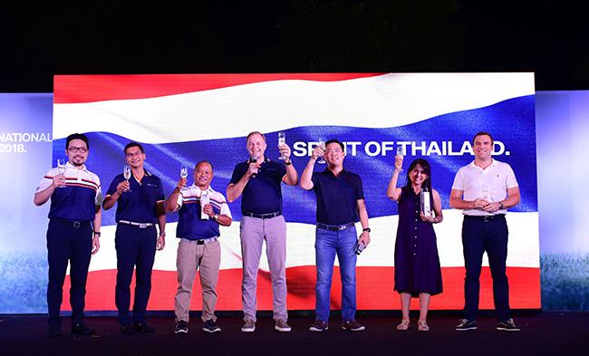 จากซ้าย คุณเศรษฐิพงศ์ อนุตรโสตถิ ผู้จัดการทั่วไปฝ่ายการตลาด บีเอ็มดับเบิลยู ประเทศไทย, คุณกฤษฎา อุตตโมทย์ ผู้อำนวยการฝ่ายสื่อสารกิจการองค์กร บีเอ็มดับเบิลยู กรุ๊ป ประเทศไทย, คุณประหยัด สมปาง, มร. คริสเตียน วิดมานน์ ประธาน บีเอ็มดับเบิลยู กรุ๊ป ประเทศไทย, คุณปภพ ตัณศิริชัยยา, คุณพรสวรรค์ ชาญศึก และ มร.บียอร์น แอนทอนส์สัน ประธานกรรมการบริหาร บีเอ็มดับเบิลยู ไฟแนนเชียล เซอร์วิส ประเทศไทย