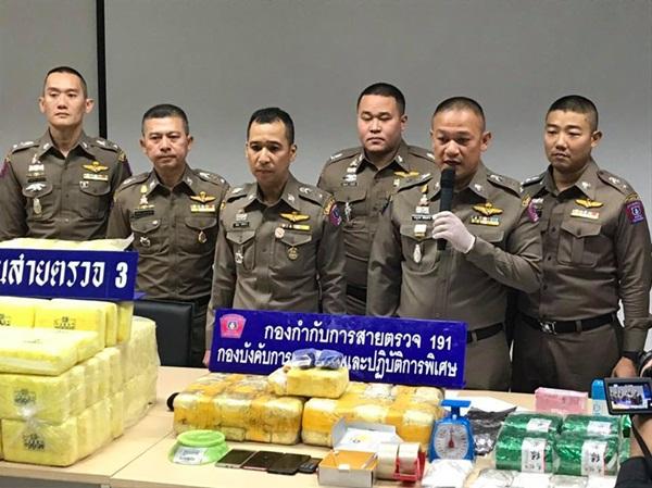 191 จับ 2 ผัวเมียค้ายาเสพติด ได้ยาบ้า  2 แสนเม็ด ไอซ์ 6 กิโลฯ อีกรายยึดยานรก 1.5 ล้านเม็ด
